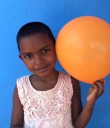 Portrait de Vishnupriya devant le Shanti Children's Home