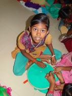 Priyadharshini lors de l'animation broderie