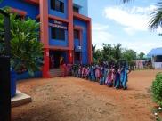 Photo de groupe devant le Shanti Children's Home