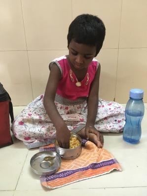 Pause déjeuner pour Meenakshi