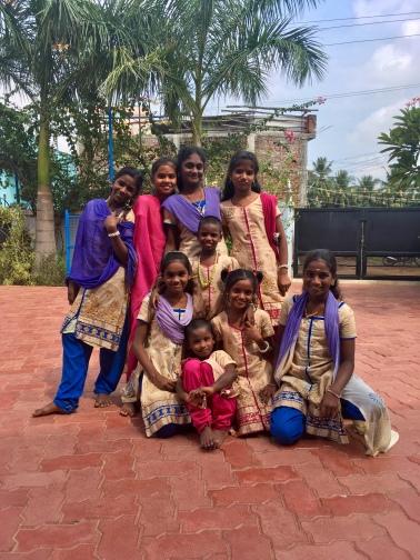 Une belle pose dans la cour du Shanti Children's Home