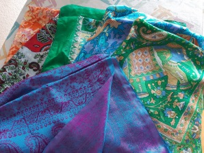 Foulards differents coloris et motifs